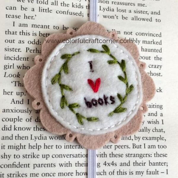 How to make an embroidered felt bookmark